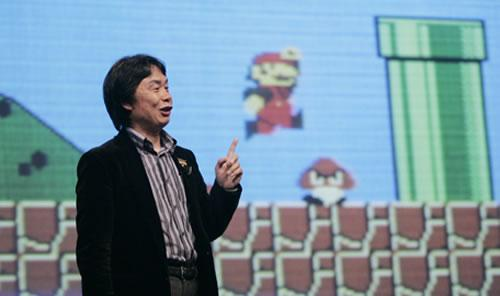 A photo of Shigeru Miyamoto at a seminar with a Super Mario Bros backdrop